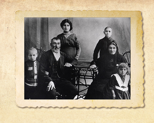 Nemetz family photographed in Ananiev, around 1912